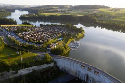 Le lac de Schiffenen en contrebas