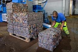 Unis pour recycler les capsules