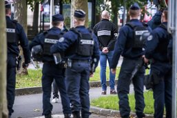 """Enquête et effroi après """"l'attentat islamiste"""" contre un professeur"""