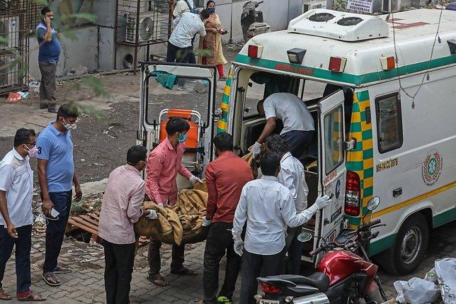 Un incendie dans un hôpital tue treize malades du Covid-19 à Bombay
