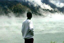 """Nyiragongo: """"risque imminent"""" d'éruption limnique du lac Kivu exclu"""